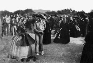 Una mostra de la implantació social del pantaló a la pagesia eivissenca. Foto: Narcís Puget - Arxiu d´imatge i so del Consell Insular d´Eivissa.