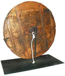 Durant la Setmana Santa, els oficis religiosos de pasqua s´anunciaven amb el so sec de les maçoles en comptes de les campanes. Aquestes són les de la Catedral d´Eivissa.