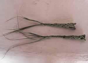 El jugaroi fet amb palma verda també anomenat peixet. Foto: Maria Magdalena Mateu Prats.