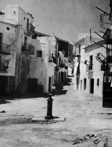 La pesta de l´any 1652 afectà especialment la vila d´Avall, amb una mortalitat de més del 50 % de la seua població. Foto: extret de <em>La triple murada de l´Eivissa àrab</em>.