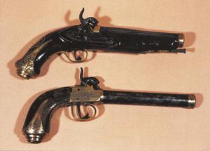 Dues pistoles conegudes com a fluixes, nom que procedeix del disseny del francès Lefaucheux. Cortesia del Museu Etnogràfic d´Eivissa.