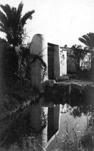 Un típic portal de feixa del prat de ses Monges, en una foto de mitjan s. XX. Foto Viñets.