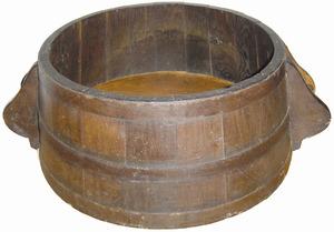 Mitja quartera. La quartera és una mesura que equival a 70,56 litres, la qual cosa la feia poc manejable i s´utilitzava la mitja quartera com a mesura física. Cortesia del Museu d´Etnografia d´Eivissa.