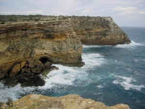 En la toponímia pitiüsa, racó és sinònim de cala petita; és un mot genèric molt abundant al llarg de la costa, com el racó Alt, a migjorn de la punta Rasa, a Formentera. Foto: Vicent Ferrer Mayans.