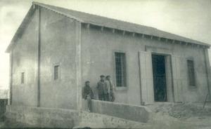 Sabó. L´edifici de la saboneria, a la sortida d´Eivissa per la carretera de Sant Joan, el 1932. Foto: arxiu de Pere Vilàs Gil.