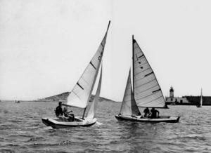 L´snipe és una embarcació de vela lleugera que començà a navegar a Eivissa a final dels anys quaranta del s. XX. Foto: arxiu d´Antoni Prats Calbet.