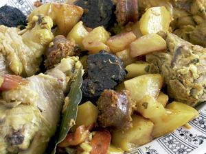 El sofrit pagès és el guisat de carn per excel·lència del receptari culinari pitiús; és fet amb carn variada. Foto: Chus Adamuz.