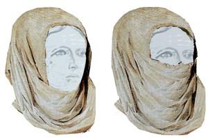 Dos dibuixos de toques de lligar el cap formats per una tovallola. Foto: G. Mateu Prats.