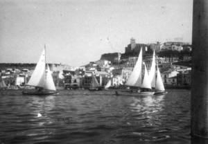 Vela. Snipes al port d´Eivissa. La Flotilla 26 va prendre part en una competició d´àmbit balear i estatal. Foto: Antoni Ferrer / Arxiu Històric Municipal d´Eivissa.