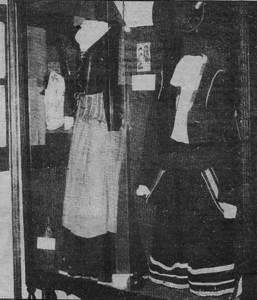 """Al desaparegut Museu Etnològic de """"la Caixa"""" s´exposaven aquestos vestits, fruit de la recuperació el 1912 dels representats a les trones de Sant Josep (1763) i de Sant Antoni (1769). Foto: <em>Diario de Ibiza</em>."""